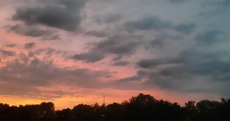 IN BEELD. Paars-rode zonsondergang kleurt Hasselt