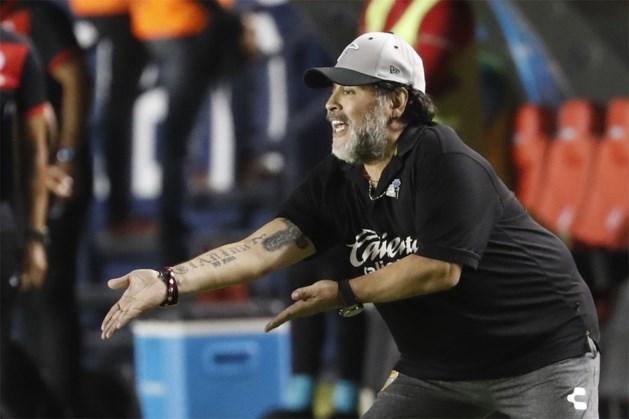 Diego Maradona stopt om gezondheidsredenen als coach