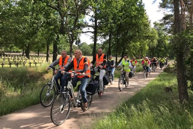 Okra fietst naar abdij van Postel