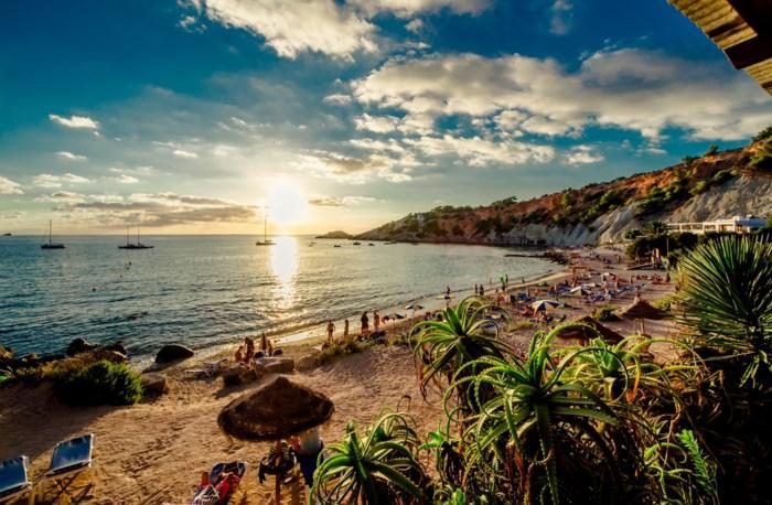 Belgische toerist (29) kritiek op Ibiza na mislukte duik in zwembad