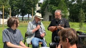 Ibe van 'The Voice' met opa en peter in 'Relax' op TVL