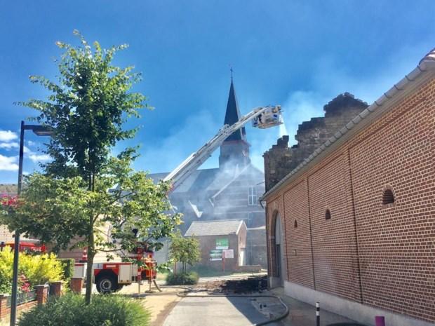 Zware brand in historische hoeve in Riemst onder controle