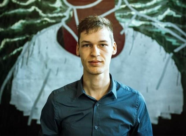Wesley Haex tast via zijn zelfportretten af hoe hij zichzelf in het daglicht kan zetten