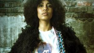 Rachel Hansoul viert haar identiteit met positieve en frisse kledij en natuurlijke krullen