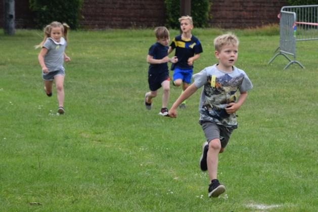 Kinderen strijden om de eer tijdens KWB kinderloop