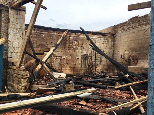Zo ziet historische hoeve in Riemst er uit na zware brand
