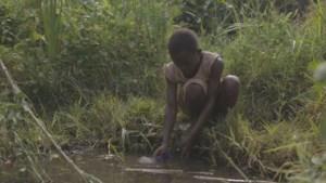 Experiment in Oeganda bewijst: geef armen cash geld