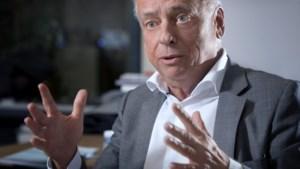 Hoe pakt Dewael straks bijzitter Van Langenhove aan bij eedaflegging Parlement?
