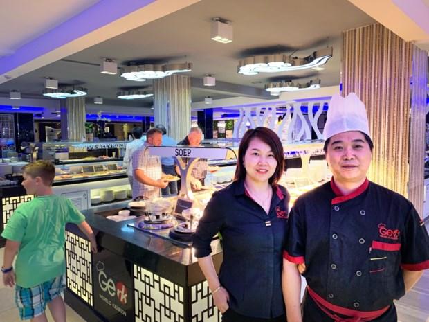 Overvallers dwingen restaurantbezoekers geld en juwelen af te geven