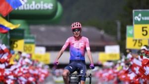 Sterke Hugh Carthy wint slotetappe Ronde van Zwitserland na aanval van start tot finish, Egan Bernal is eindwinnaar