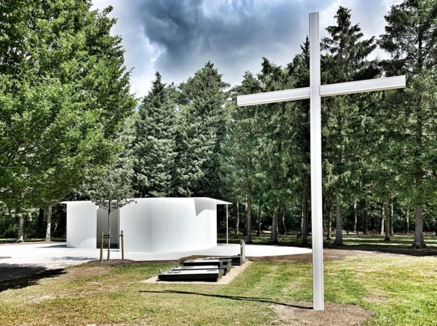 Ceremoniële ruimte klaar  op begraafplaats Houthalen