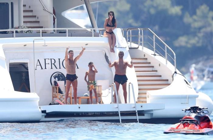 Ronaldo geeft 20.000 euro fooi om paparazzi op afstand te houden