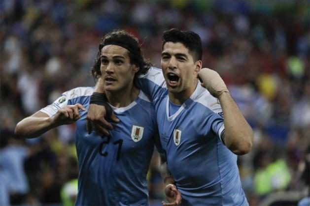 Luis Suarez maakt zich belachelijk met claim voor handsbal van doelman