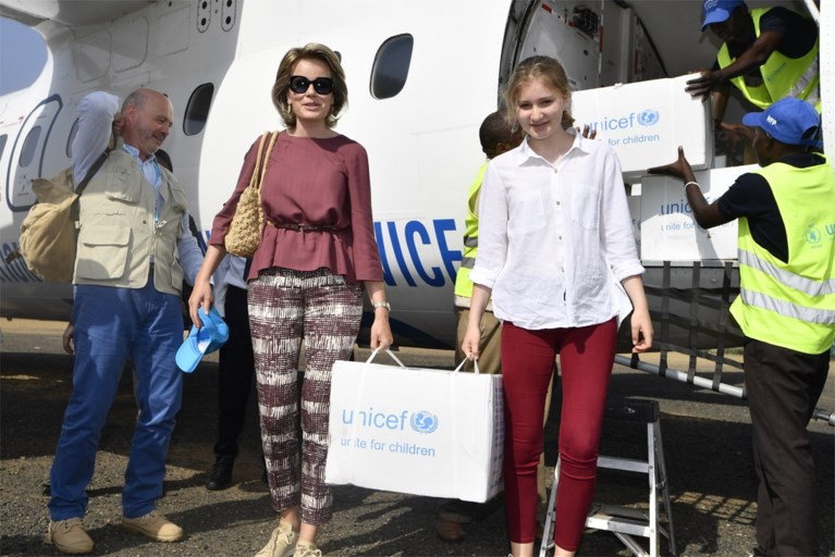 """Koningin Mathilde bezoekt vluchtelingenkamp: """"Emotioneel, maar leerrijk voor mijn dochter"""""""