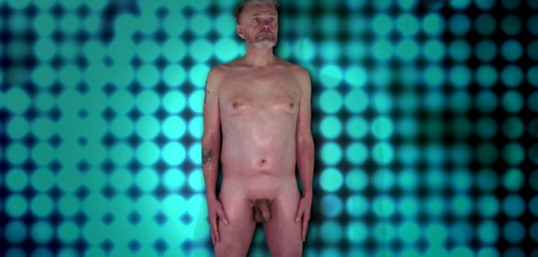 """Marcel Vanthilt (61) trekt al zijn kleren uit voor keuring: """"Niet slecht, voor een hetero"""""""