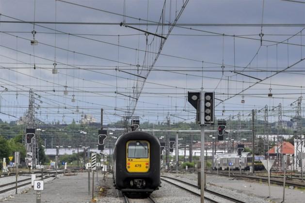 Trein geblokkeerd tussen Brussel-Zuid en Brussel-Noord, reizigers geëvacueerd