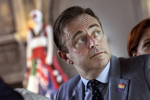 """Bart De Wever: """"Te veel onduidelijkheid op federaal vlak om al te starten met Vlaamse formatiegesprekken"""""""