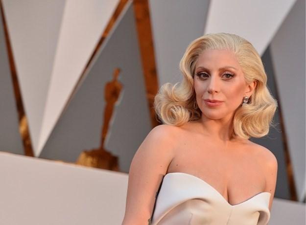 Daar zijn de eerste beelden van Lady Gaga's beautylijn