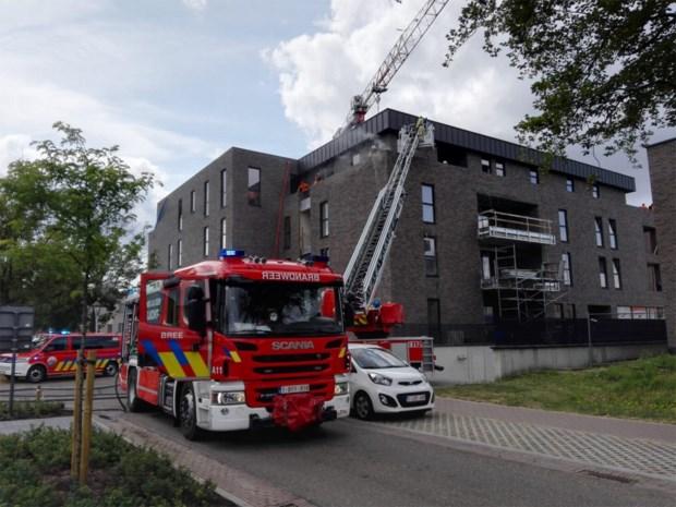 Isolatie vat vuur tijdens roofingwerken aan appartementsblok in Bocholt