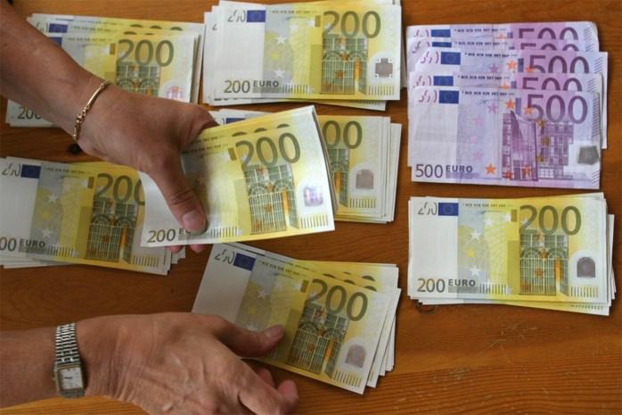 Politie vindt per toeval 2,4 miljoen euro cash in loods
