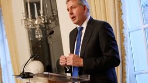 """Londen zegt """"volle steun"""" toe aan Britse ambassadeur in Washington die Trump """"onbekwaam"""" noemde"""