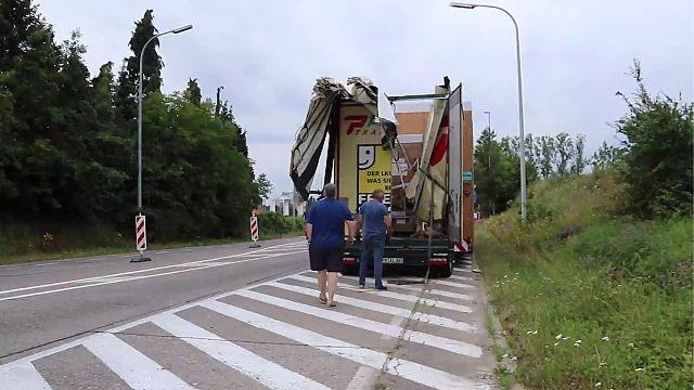 Opnieuw ramt vrachtwagen spoorwegbrug aan Stayen