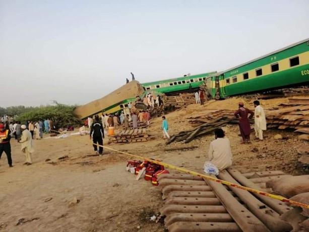 Elf doden en tientallen gewonden bij treinongeval in Pakistan