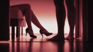 Hoe gaat de escortsector in z'n werk en wie komt er over de vloer?