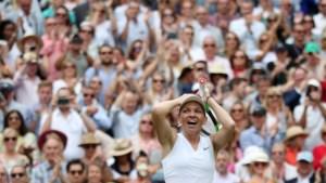 Simona Halep walst over Serena Williams in vrouwenfinale van Wimbledon