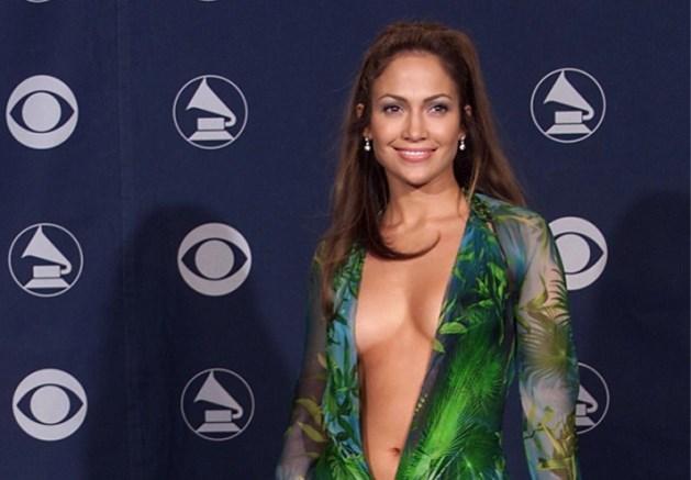 Iconische Versace-jurk van Jennifer Lopez is een paar sneakers geworden