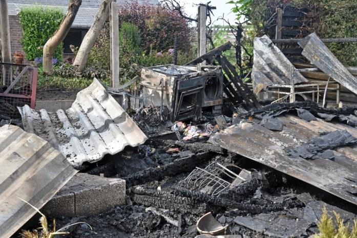 Chalet volledig uitgebrand in Lommel