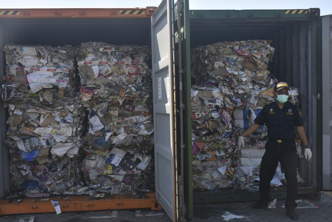 Ook Cambodja Stuurt Tonnen Plastic Afval Terug Naar