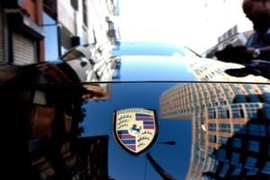 Nederlander probeert te vluchten met Porsche en verwondt twee agenten in Bilzen