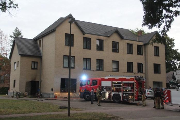 Huurder naar ziekenhuis na brand in flat
