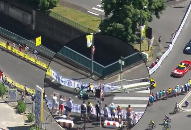 """Wout van Aert houdt geen breuken over aan zware val in Ronde van Frankrijk: """"Het was een vreselijk zicht"""""""