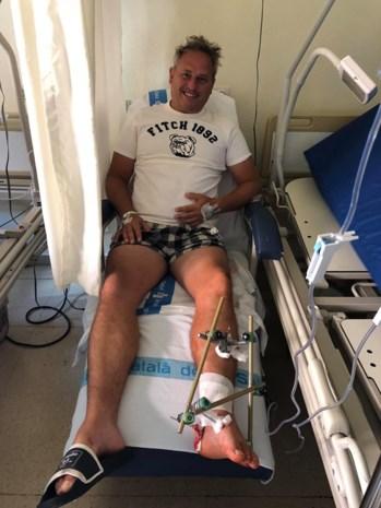 """Drie beenbreuken voor DJ F.R.A.N.K. na ongeval met elektrische step: """"Mijn vrouw zei nog: 'Dat is levensgevaarlijk!'"""""""