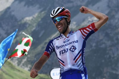 Ritwinnaar Thibaut Pinot en gele trui Julian Alaphilippe maken Frankrijk gek op de Tourmalet
