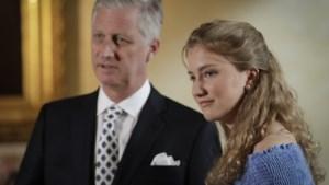 Kroonprinses Elisabeth volgt toespraak van koning Filip vanop eerste rij