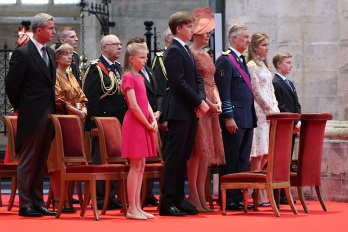Koning Filip met hele gezin op Te Deum: Elisabeth op stiletto's en Gabriël met gips