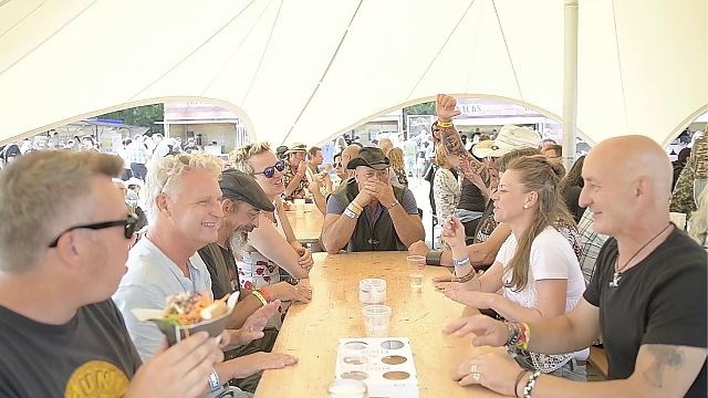 Wat verkiezen festivalgangers van Blues Peer: bier of water?