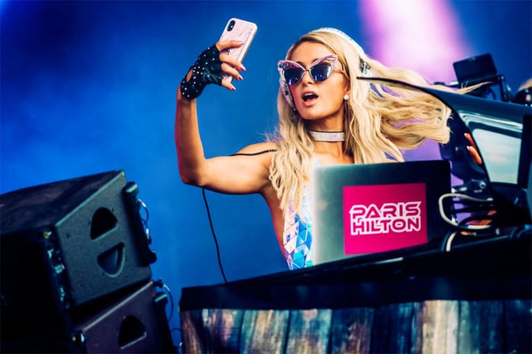 """Paris Hilton bouwt een feestje op Tomorrowland: """"I fucking love you Belgium!"""""""