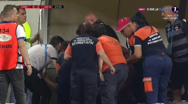 Trainer Dinamo Boekarest die ex-coach Standard opvolgde, bezwijkt onder de druk en moet op de bank gereanimeerd worden