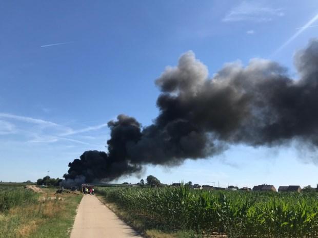 800 illegaal gedumpte autobanden vliegen plots in brand in Hoeselt