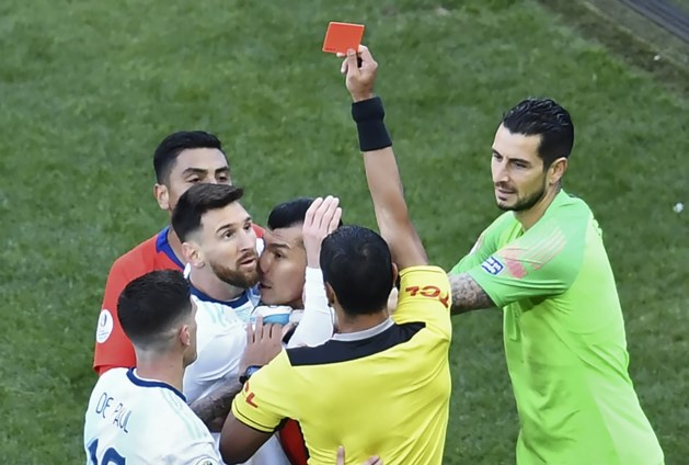 Lionel Messi kent zijn schorsing na rode kaart in troostfinale Copa America