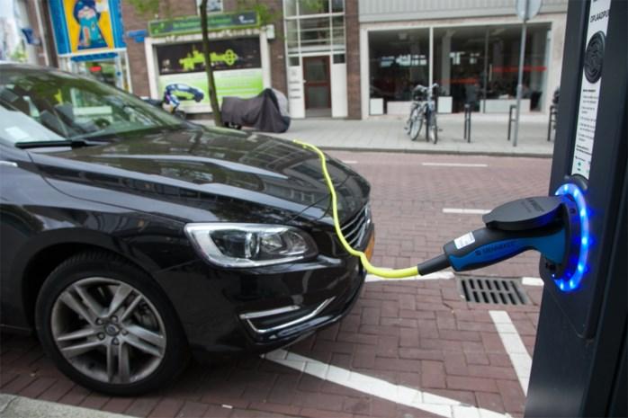 Elektrische wagens doen onze wegen sneller verslijten