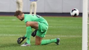 Simon Mignolet gaat pijnlijk in de fout in oefenmatch van Liverpool, Divock Origi scoort