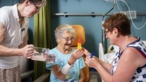 IJsjes, voetbadje en extra drank voor patiënten in ziekenhuizen