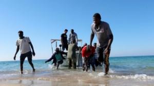 Libië stop geredde migranten in gebombardeerd opvangkamp