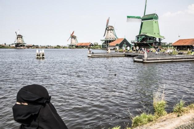 """Boerkaverbod verdeelt Nederland: """"Verontrustend dat veroordeelde jihadisten zich mengen in de discussie"""""""