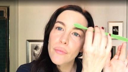 Het beautyritueel van actrice Liv Tyler telt 25 stappen. Maar is dat wel nodig?
